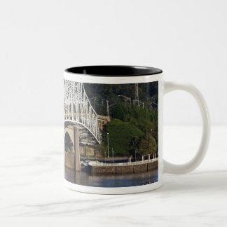 Tennessee川、フィレンツェのO'Neil橋、 ツートーンマグカップ