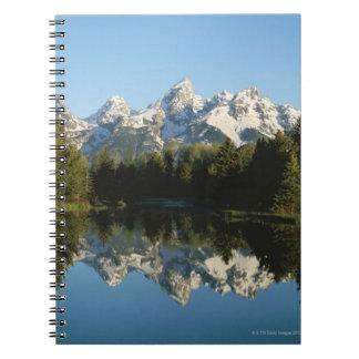 Tetonの壮大な国立公園、Teton範囲、ワイオミング、 ノートブック