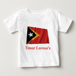 Tetumの名前の東部チモール島の振る旗 ベビーTシャツ