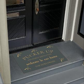 The Newlyweds Pucker Up Mistletoe Welcome Door Mat ドアマット