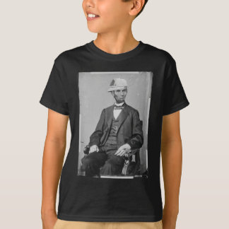 The Portrait of Lincoln wearing baseball cap Tシャツ