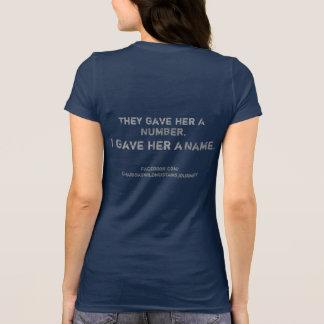 TheyGaveHerANumberのIGaveHerANameのムスタングのTシャツ Tシャツ