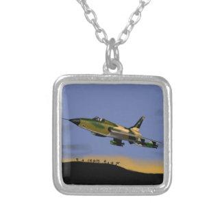 Thunderchief F105の戦闘爆撃機 シルバープレートネックレス