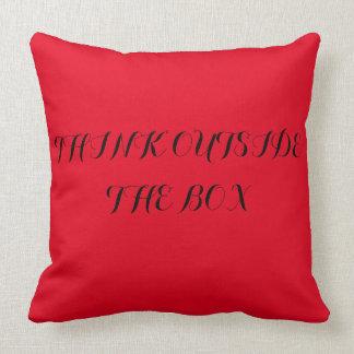 tic TACのつま先および引用文の赤い枕 クッション