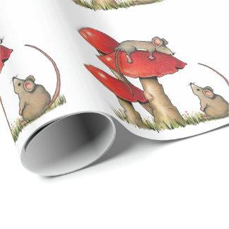 Toadstools、かわいい睡眠のマウスが付いているネズミ ラッピングペーパー