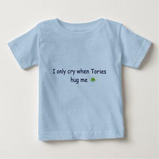 tory_logo、私は保守党が私を抱き締めるとだけ叫びます ベビーTシャツ