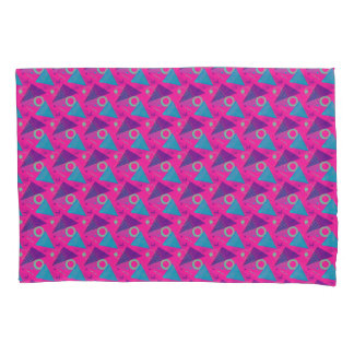 Totally 80's Hot Pink Retro Triangles Geometric 枕カバー