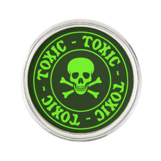 Toxic Green Skull and Crossbones ラペルピン
