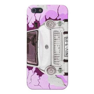 Trabant車およびピンクまたは薄紫のベルリンの壁 iPhone 5 ケース