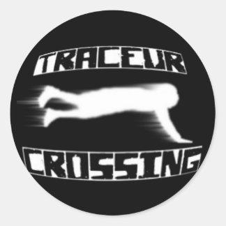 Traceurの交差のステッカー(黒い背景 ラウンドシール
