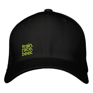 TRAIN.RACE.BEER. 屈曲適合によって積み重ねられる帽子 刺繍入りキャップ