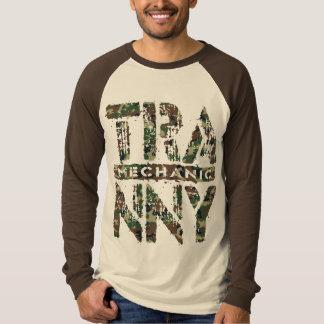 TRANNYの整備士-愛は伝達、迷彩柄を再建しました Tシャツ