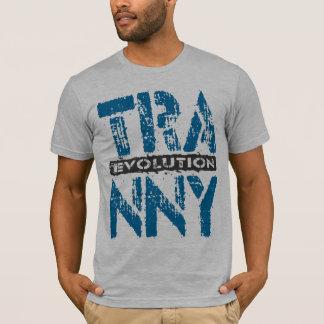 TRANNYの進化-青い11速度車伝達 Tシャツ