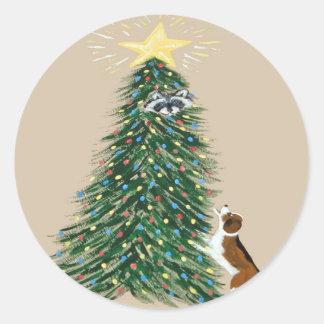 Treedのアライグマを持つビーグル犬 ラウンドシール