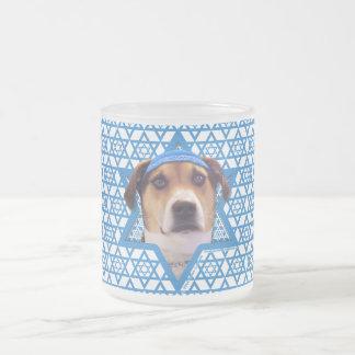 - Treeingの歩行者のCoonhoundハヌカーのダビデの星 フロストグラスマグカップ