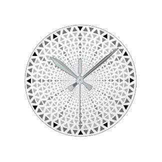 Triange -写実的な柱時計 ラウンド壁時計