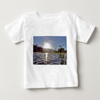 trout湖のPeacefull水 ベビーTシャツ