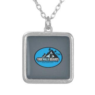 TRUEWALKのロゴの小さい銀によってめっきされる正方形のネックレス シルバープレートネックレス