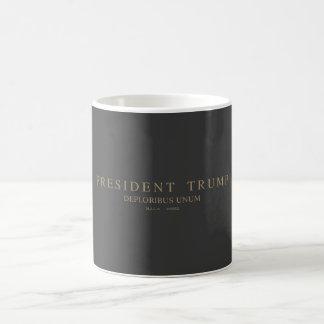 Trump大統領。 Deploribus Unum. コーヒーマグカップ