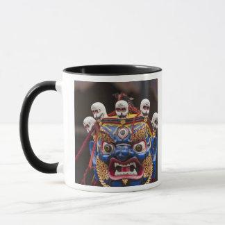 Tshechuのフェスティバル2のマスクのダンスの性能 マグカップ