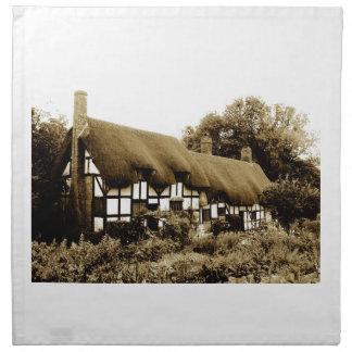 Tudorの古いかやぶきにされたコテッジイギリスイギリス ナプキンクロス