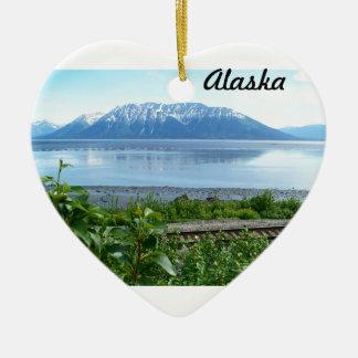 Turnagainの腕に沿うアラスカ山 セラミックオーナメント