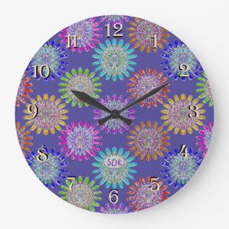 Uの一突き色の手によって吹かれるガラス水晶花 ラージ壁時計