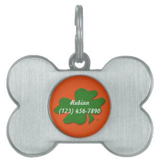 U一突き色の緑の幸運のアイルランド人4の葉のクローバー ペットIDタグ