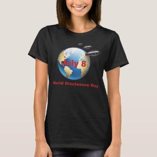 UFOの発表日の女性 Tシャツ