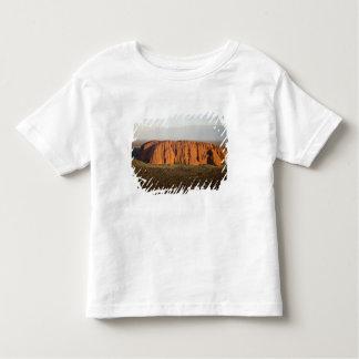 Uluru/Ayersの石の夕方ライト、 トドラーTシャツ