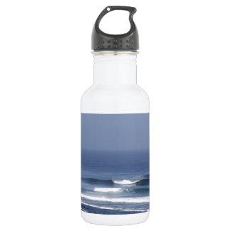 Uluwatuバリ島の有名なサーフィンの波 ウォーターボトル