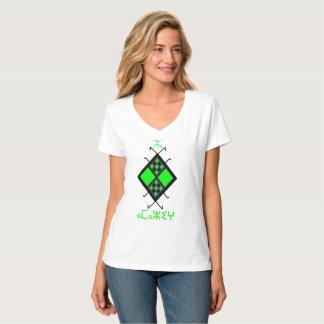 V首のワイシャツのAmazighの緑のデザイン Tシャツ