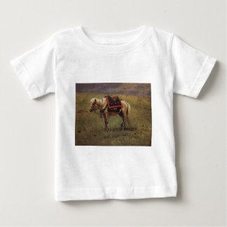 Vasily Vereshchagin著ヒマラヤ子馬 ベビーTシャツ