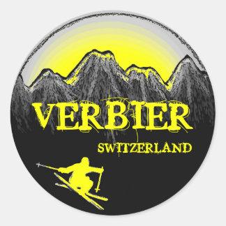 Verbierスイス連邦共和国の黄色いスキーヤー山のステッカー ラウンドシール