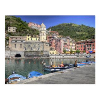 Vernazza、Cinque Terre、リグーリア州の山腹の町 ポストカード