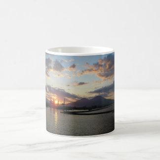 Vesuvius日曜日の白熱 コーヒーマグカップ