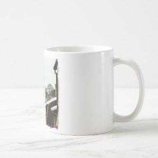 Visbyの軽いボーダーが付いているゴトランド、スウェーデンの屋上 コーヒーマグカップ