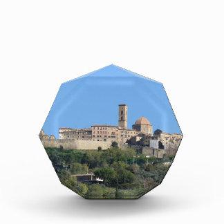 Volterraの村のパノラマ。 タスカニー、イタリア 表彰盾