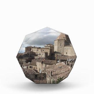 Volterraの村、タスカニー、イタリアのパノラマ 表彰盾