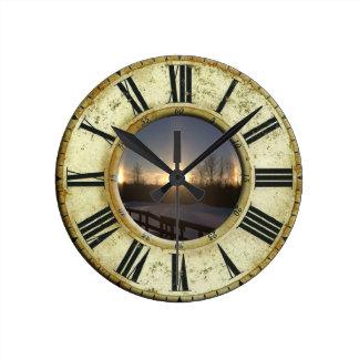 VTのSundogの時計 ラウンド壁時計