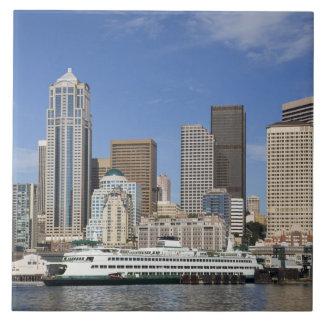 WAのフェリーボートとのシアトル、シアトルのスカイライン 正方形タイル大