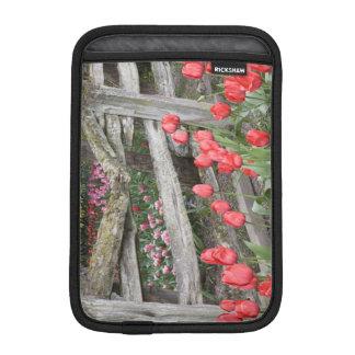 WAのSkagitの谷、Roozengaardeのチューリップの庭、 iPad Miniスリーブ
