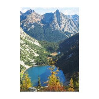 WAのWenatcheeの国有林、湖アン キャンバスプリント