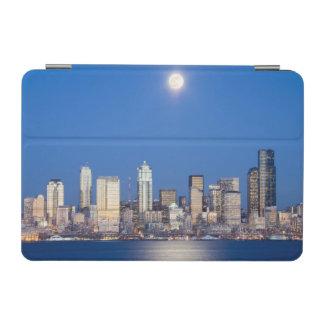 WA、シアトル、シアトルのスカイラインおよびエリオット湾3 iPad MINIカバー