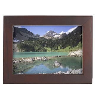 WA、Okanogan NF、lewis湖および黒いピーク ジュエリーボックス