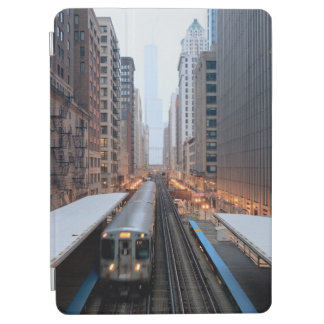 Wabash上の都心のシカゴの高い柵 iPad Air カバー