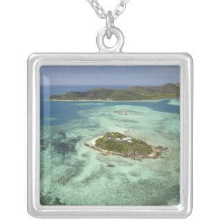 Wadigiの島、Mamanucaの島、フィージー シルバープレートネックレス