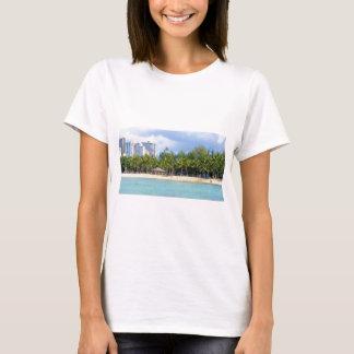 Waikiki、オアフ、ハワイのKuhioのビーチ Tシャツ