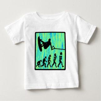Wakeboardは進化のスタイルを作りました ベビーTシャツ