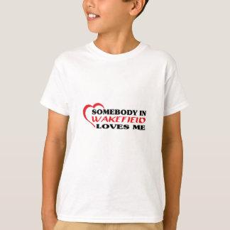 Wakefieldの誰かは私を愛します Tシャツ